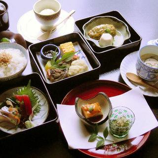 伊勢錦のお昼のお料理がちょっとオトクに楽しめます。