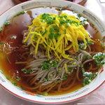ひかり食堂 - ひかり食堂の冷麺 氷が入っていて最後までスープは冷え冷えです☆