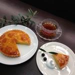 キズナカフェ - ◆自家製びわタルトセット◆800円 びわ茶と一緒にどうぞ♪