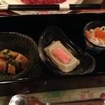 みちのく祭り屋での夕飯:右から紅白なます、枝豆豆腐、アビオス胡麻和え