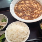 鶏龍軒 - 麻婆豆腐(750円)+小ライス(100円)小鉢・味噌汁・漬物が付きます2013年11月