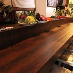 クードクール - カウンター・テーブル席ともにご用意しております。お一人の方でもお気軽にお楽しみください。
