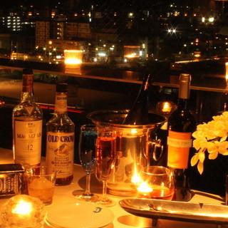 東山の夜景を一望できる窓際は早い者勝ち!早めに予約を。ぜひご利用くださいませ。