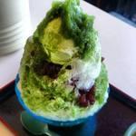 甘太郎 - 上には抹茶のアイスクリームがドーンと乗っかって抹茶シロップもたっぷり掛かっています。