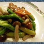 中国料理 桃花林 - 「潮鯛の炒め物」・・お魚は一度タレに付けてあるのかしら?お味が付いています。  お野菜もシャキシャキ感があるのがいいですね。