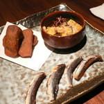 21036152 - 前菜(がんころ餅・鯨味噌和え・アゴ)