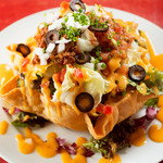 MKYアメリカンレストラン - 器ごと食べられるのがうれしい『メキシカンサラダ』  たっぷりな野菜と自家製ドレッシング、チェダーチーズの味が絶妙。器をくずして一緒にバリバリと食べたい。