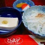 とんえび - 定食の香物、小鉢、中鉢 by すぷちん