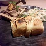 21041267 - 白レバのウニまぶしパティとパン+サラダ付き