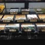 21045928 - 生菓子か並んでいます