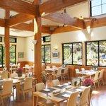花の森レストラン - 岩手山や季節のお花を眺めながらお食事をお楽しみいただけます。