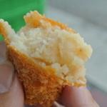 大村精肉店 - メークイーンで作ったコロッケは、男爵芋と違い、ネットリしている。
