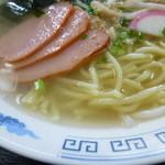 21053494 - 麺とスープ、チャーシュー