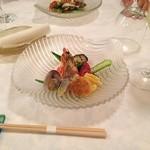 ラヴェンナ - 彩り鮮やかな前菜です。お箸で頂きます。