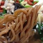 栄信軒 - 薬膳スーパールイボスメン、麺