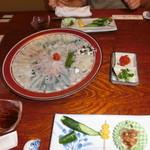 三味 - 料理写真:お通し+ふぐ刺し