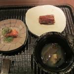 GINZA 水野 - 煮鮑、穴子の寿司、蟹の肝とオクラ添え