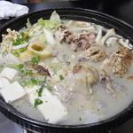 マッポム韓国鍋料理 - 料理写真:サムゲタン。 店員さんが鶏をバラした後です。