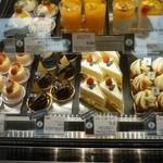 21061540 - ケーキの種類は多いです