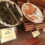 21061801 - 和食メニュー 山陰名産品 右側皿上の丸いかまぼこがあご野焼き