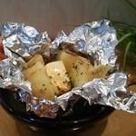 おいちゃん - 季節限定!!新じゃがをシンプルに丸のままバターで。お好みでお醤油を少したらすと…