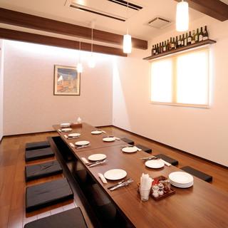 7名以上で利用可能な床暖房付き完全個室もご用意しております