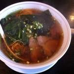 21069726 - らーめん480円  淡い琥珀色のスープに油の気泡が美味しいそう(・∀・)