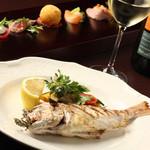 オーヴェスト - 「魚のグリル バルサミコソース」はまるごと1匹の魚を使ったボリューム満点のグリル。
