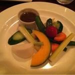 21072984 - 季節の野菜のバーニャカウダ(ハーフ)                       一人で正式な一皿は本当にお野菜たっぷりなので、パスタと野菜が食べたいお一人様の私のためにハーフサイズで対応して下さいました。