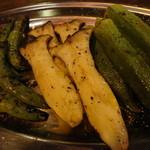 チャコールグリルキョンキョン - 野菜盛り3種
