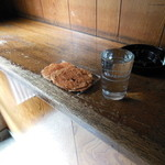 豊嶋屋酒店 - 乾き物とお酒、それにカウンター