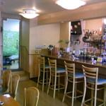 カフェバーバー 床茶 - 写真左奥が理容室の入口です。
