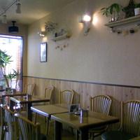 カフェバーバー 床茶 - お一人のお客様も多いです。