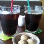 びぃcafe - アイスコーヒーにコーヒークッキーがついていました(*^艸^*