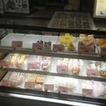 紙月夢兎 - 店内はケーキ屋さん