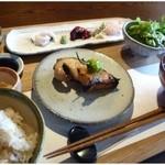 暖季 - 暖季定食(1000円)を頂きました。メインは「銀タラ」「アナゴ天」のどちらかを選びます。
