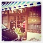 海音 - お店に入るの待ってます。