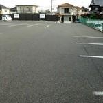 21083302 - 広い駐車場