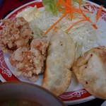 来来軒 - 料理写真:Bランチのアップ。唐揚げ+揚げ餃子+サラダ。