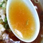 鑫源楼 - 豚の旨みを含んだ醤油スープ