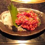 炙りや秀苑 - 伝統のユッケ770円