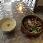 ナカナカ - 野菜サラダと冷たいスープ