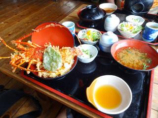 活魚問屋 海寶 - 丼セット(サラダ、茶碗蒸し、豆腐付き)