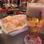 アントニオ猪木酒場 新宿店 - お通しとビール「シャンディガフ」