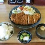 茶の間 - 『ロースかつ』(650円)+『定食セット』(150円) 計800円