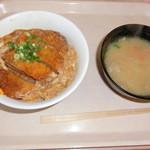 21096748 - カツ丼とトン汁