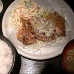 21099028 - からあげ(ユーリンチー)定食(700円)