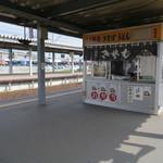 駅そば みかど - 函館駅の5番線と6番線の間にあります
