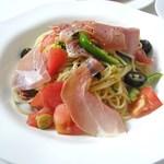 cafe パティオ - 料理写真:生ハムとフレッシュトマトの冷製スパゲッティー \1,000