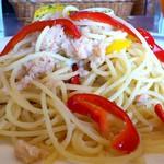 トラットリア マルーモ - TRATTORIA Maruumo 台場店 ずわいがにとパプリカのにんにく風味 大盛りは山盛り